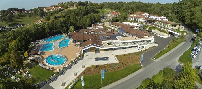 Quellenhotel Hotel Poolanlage Vogelansicht3