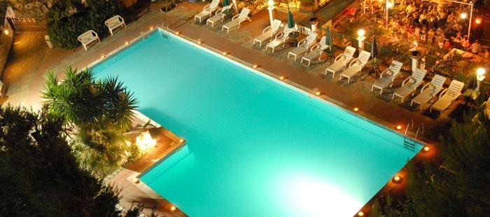 Americana Pool Abend