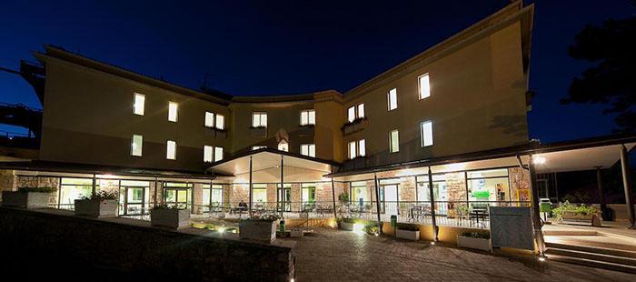 Dellerose Hotel Abend