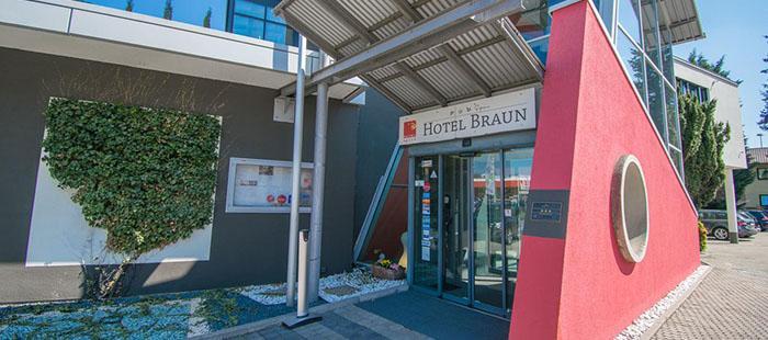 Braun Hotel Eingang